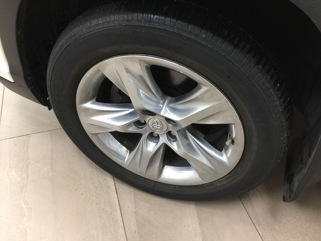 2014 Toyota Highlander LIMITED / SUNROOF Left Front Rim and Tire Photo in Sherwood Park AB