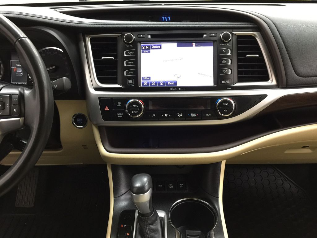 2014 Toyota Highlander LIMITED / SUNROOF Central Dash Options Photo in Sherwood Park AB