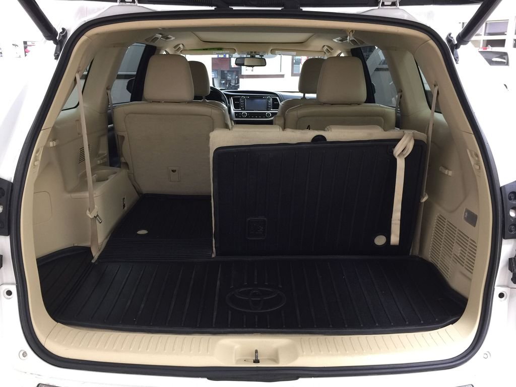 2014 Toyota Highlander LIMITED / SUNROOF Cargo Area/Rear Seats Photo in Sherwood Park AB