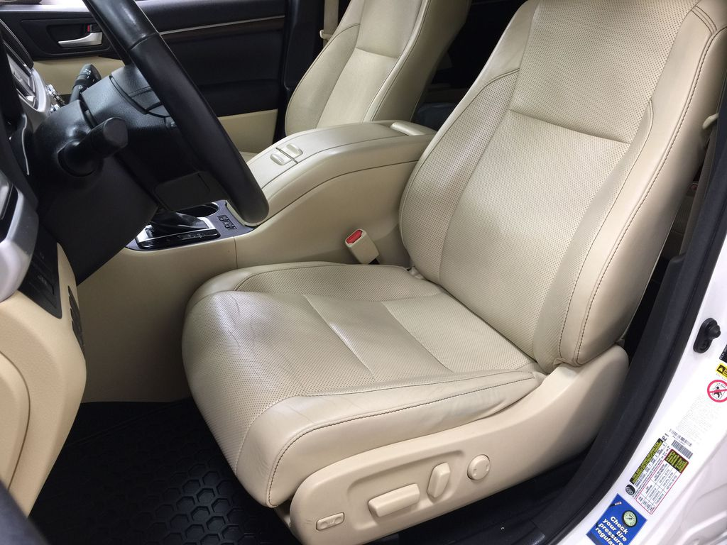 2014 Toyota Highlander LIMITED / SUNROOF Left Front Interior Photo in Sherwood Park AB