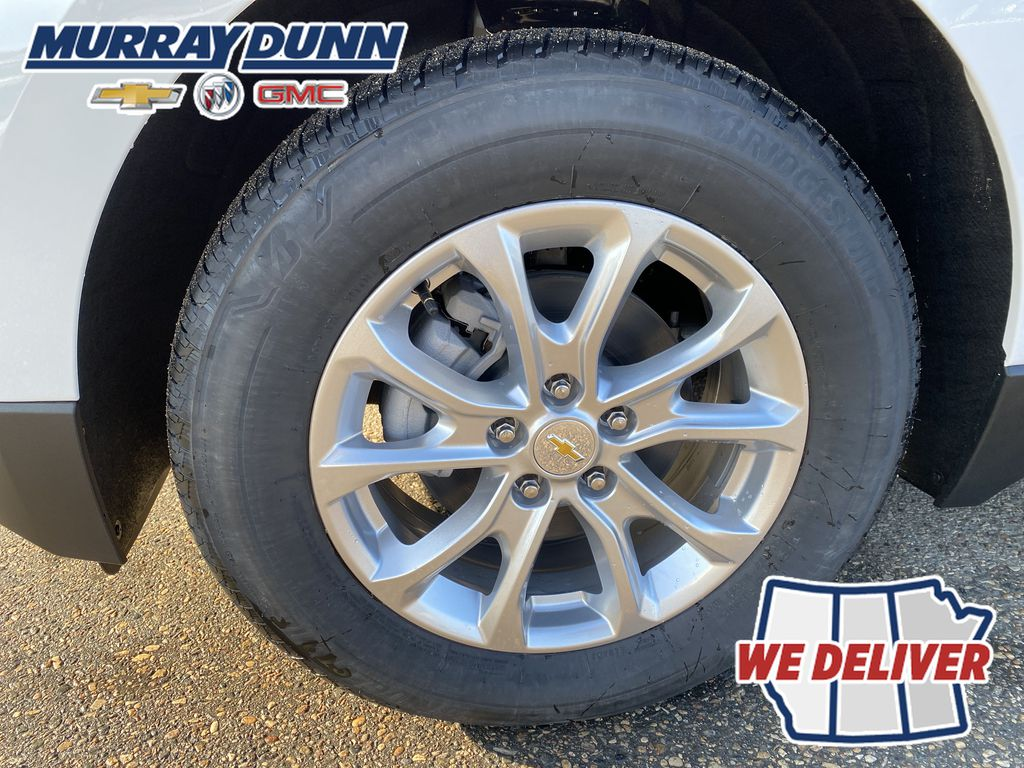 Summit Qhite 2021 Chevrolet Equinox LT Left Front Rim and Tire Photo in Nipawin SK