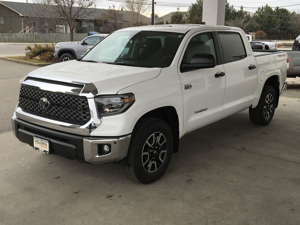 White[Super White] 2021 Toyota Tundra TRD Off Road Left Front Corner Photo in Kelowna BC