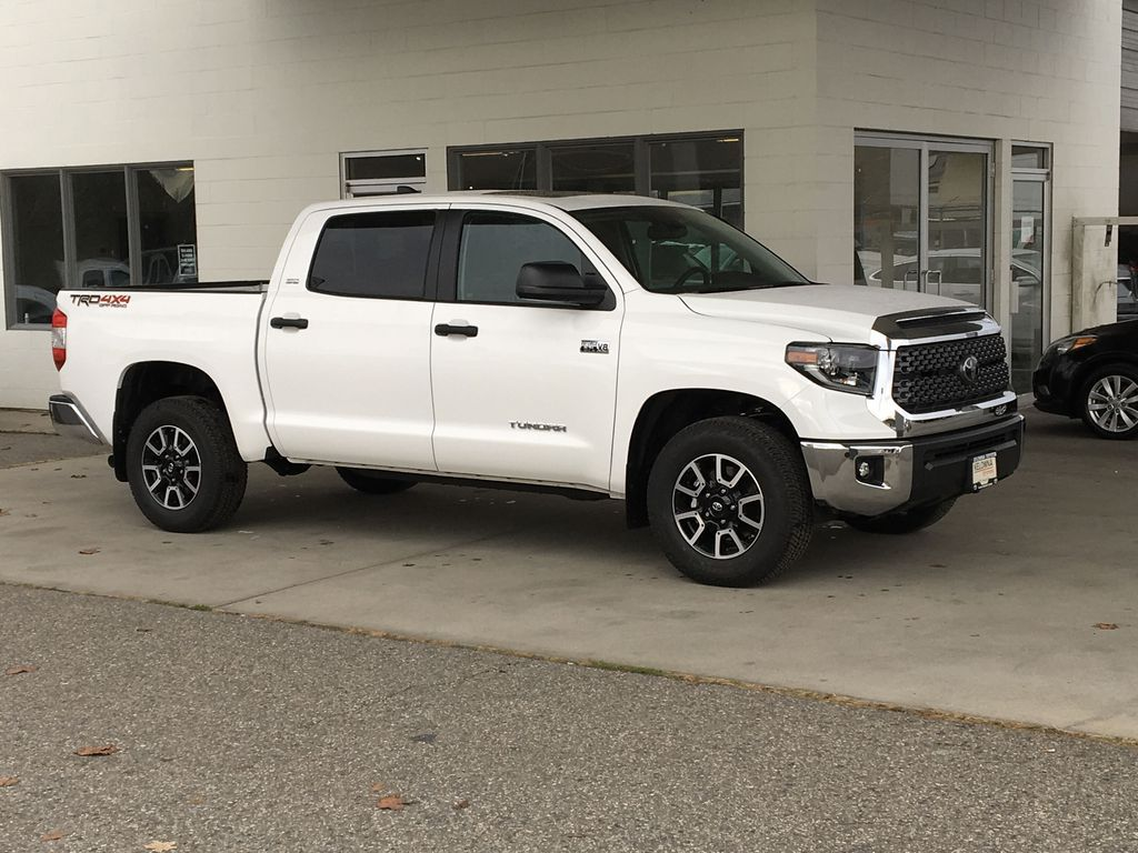 White[Super White] 2021 Toyota Tundra TRD Off Road Right Front Corner Photo in Kelowna BC