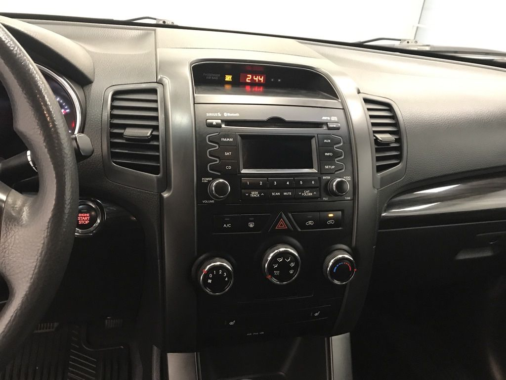 Blue 2011 Kia Sorento Radio Controls Closeup Photo in Lethbridge AB