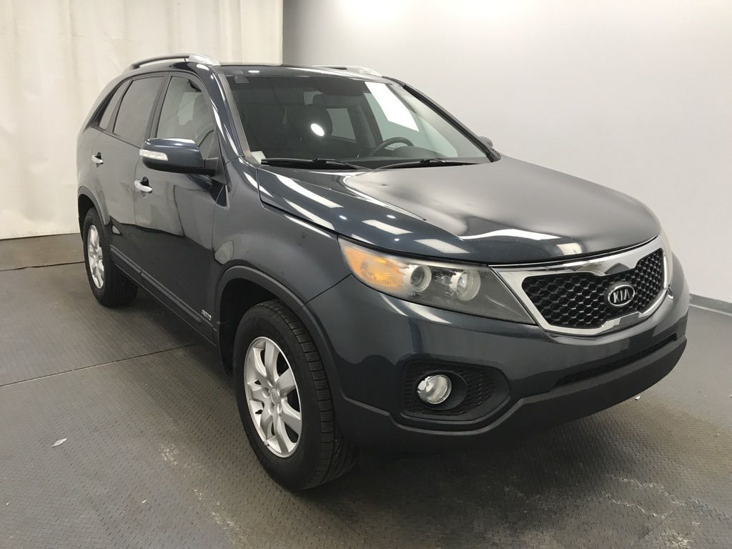 Blue 2011 Kia Sorento Left Front Rim and Tire Photo in Lethbridge AB