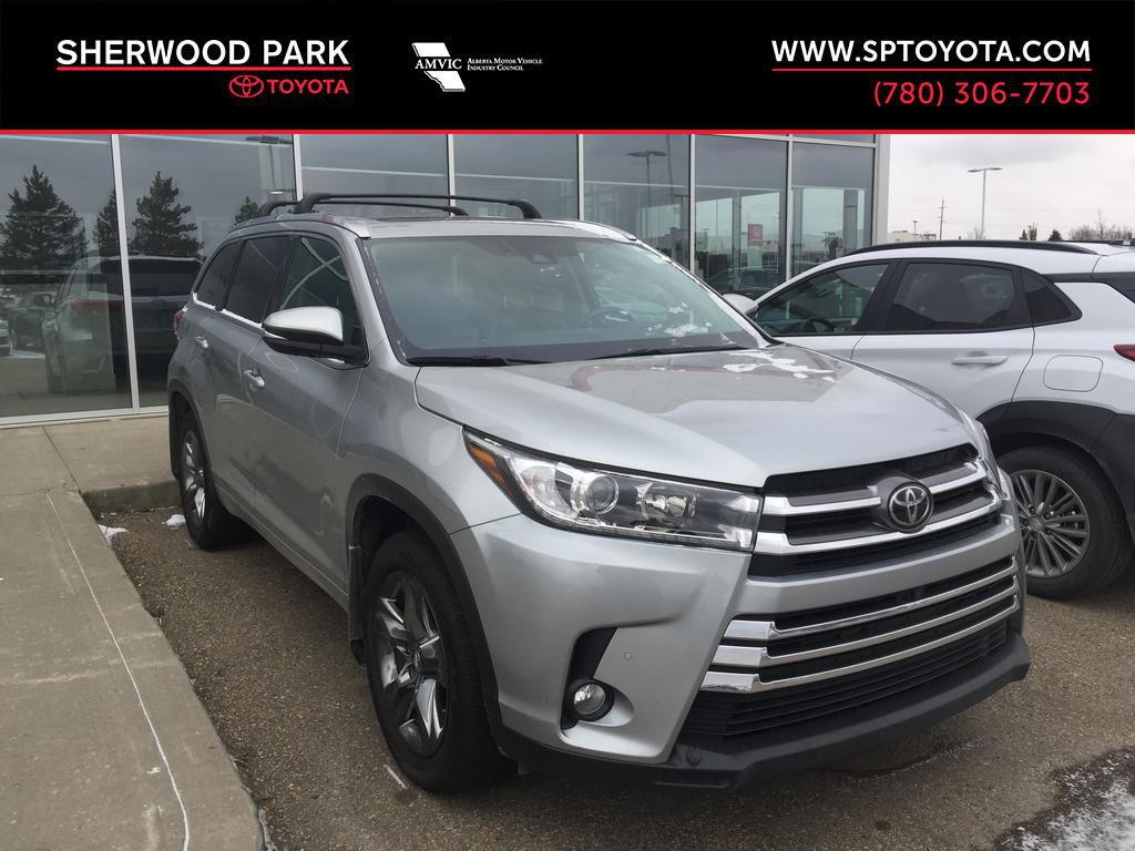 Silver[Celestial Silver Metallic] 2017 Toyota Highlander Limited