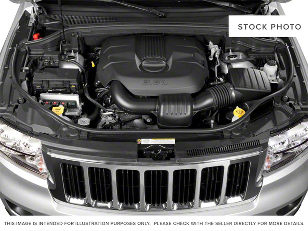 2013 Jeep Grand Cherokee Engine Compartment Photo in Fort Macleod AB