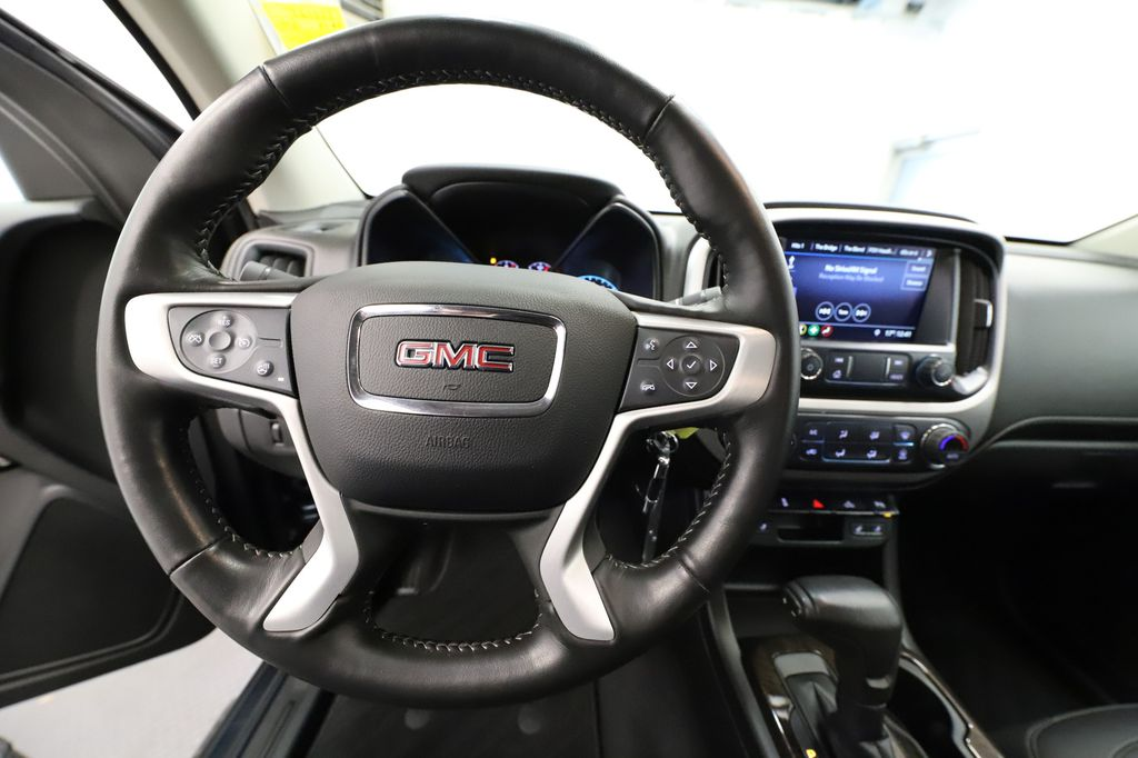 Blue 2019 GMC Canyon Steering Wheel and Dash Photo in Lethbridge AB