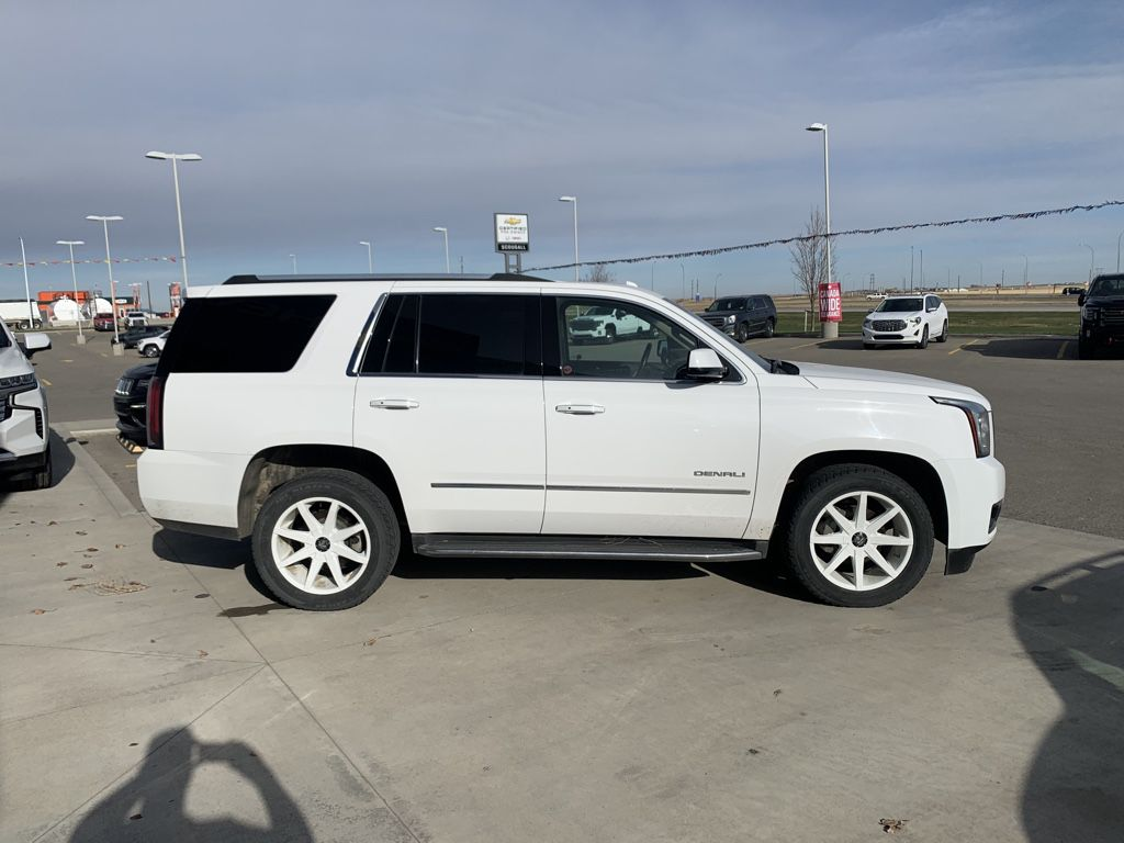White[Summit White] 2015 GMC Yukon Left Front Rim and Tire Photo in Fort Macleod AB
