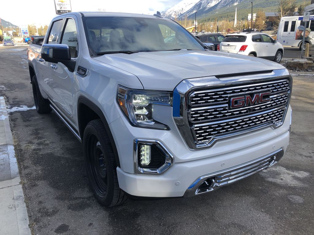 White[White Frost Tricoat] 2021 GMC Sierra 1500 Denali Right Front Corner Photo in Canmore AB