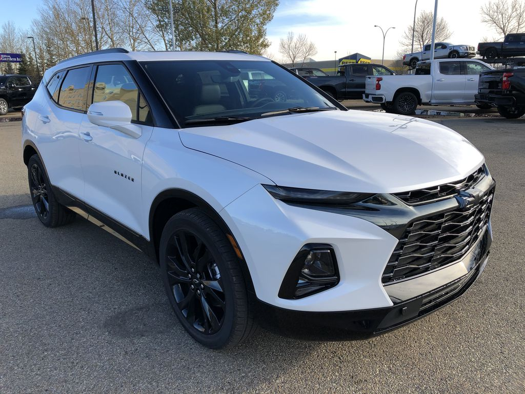 White[Iridescent Pearl Tricoat] 2021 Chevrolet Blazer Right Front Corner Photo in Edmonton AB