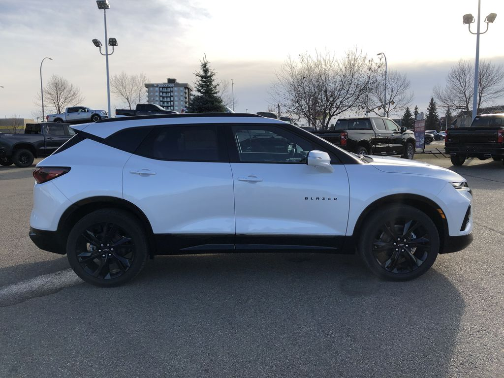 White[Iridescent Pearl Tricoat] 2021 Chevrolet Blazer Right Side Photo in Edmonton AB
