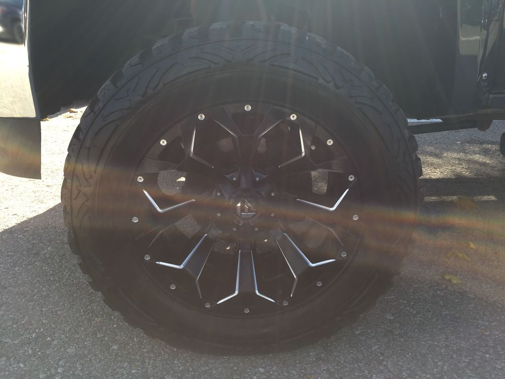 2018 GMC Sierra 1500 Left Front Rim and Tire Photo in Oshawa ON
