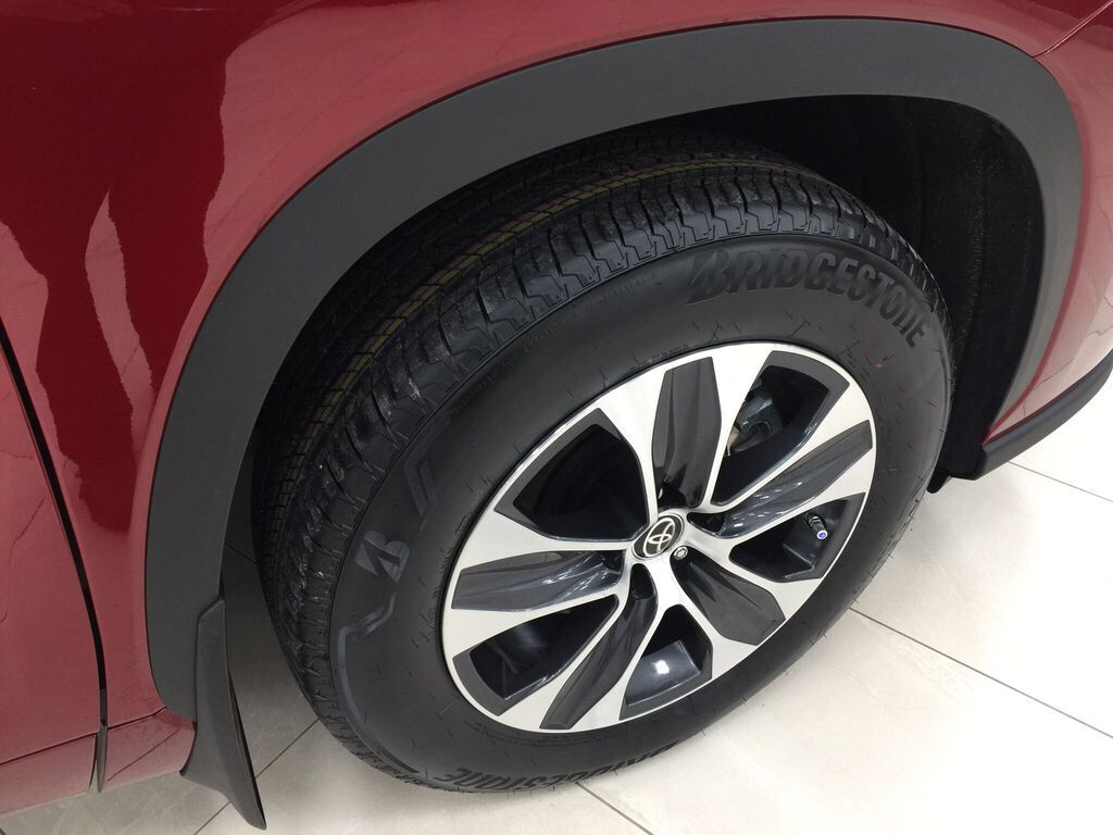 Red[Ruby Flare Pearl] 2021 Toyota Highlander XLE Right Front Rim and Tire Photo in Sherwood Park AB