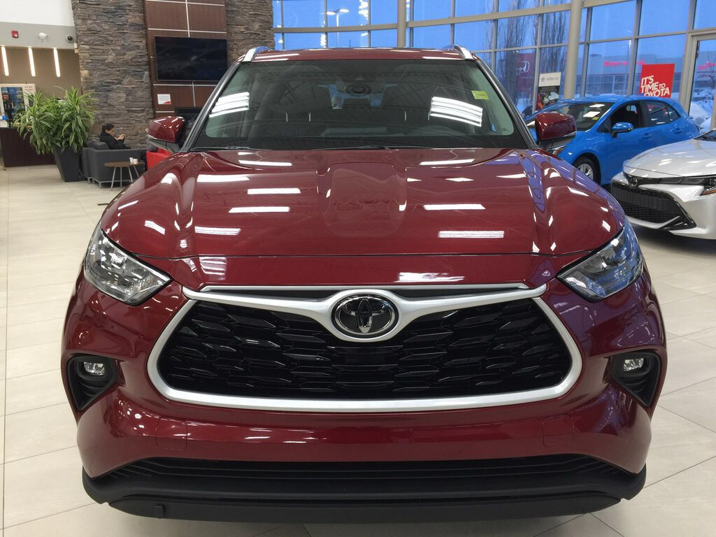 Red[Ruby Flare Pearl] 2021 Toyota Highlander XLE Front Vehicle Photo in Sherwood Park AB
