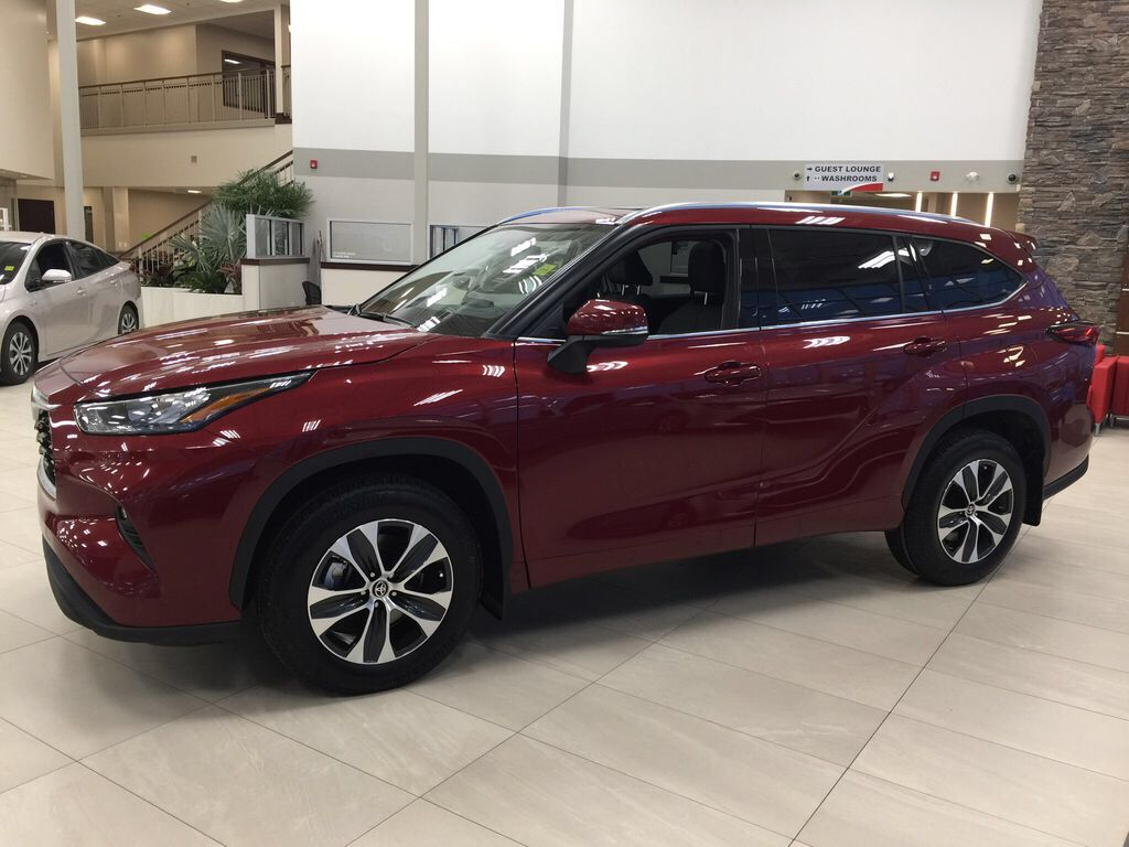 Red[Ruby Flare Pearl] 2021 Toyota Highlander XLE Left Side Photo in Sherwood Park AB