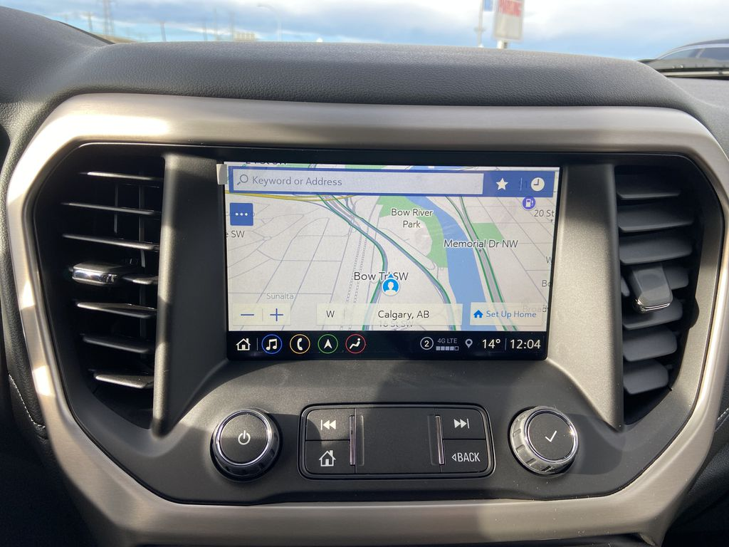 White[White Frost Tricoat] 2021 GMC Acadia Denali Navigation Screen Closeup Photo in Calgary AB
