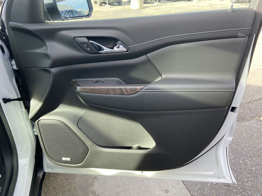 White[White Frost Tricoat] 2021 GMC Acadia Denali Right Front Interior Door Panel Photo in Calgary AB