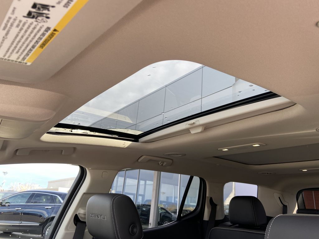 White[White Frost Tricoat] 2021 GMC Acadia Denali Sunroof Photo in Calgary AB