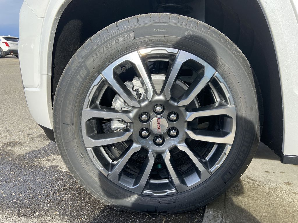 White[White Frost Tricoat] 2021 GMC Acadia Denali Left Front Rim and Tire Photo in Calgary AB