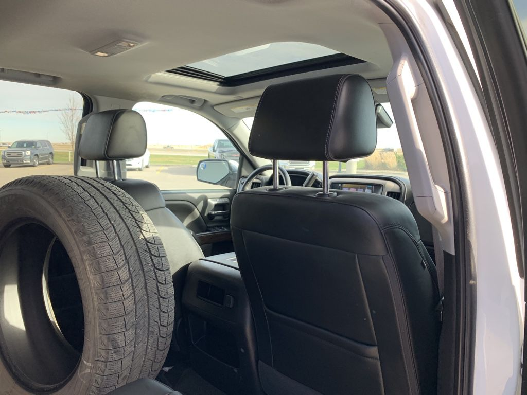 White[White Frost Tricoat] 2017 GMC Sierra 1500 Left Front Interior Photo in Fort Macleod AB
