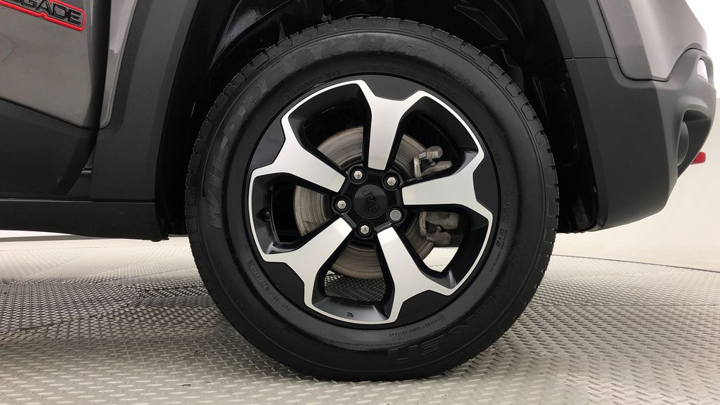 Gray[Granite Crystal Metallic] 2019 Jeep Renegade Trailhawk 4WD - My Sky Open Air Roof System Right Front Rim and Tire Photo in Winnipeg MB