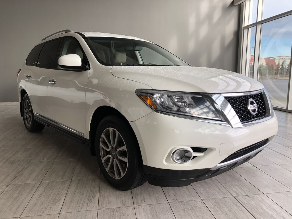 White 2015 Nissan Pathfinder SL 7-Passenger 4WD Left Front Interior Photo in Edmonton AB
