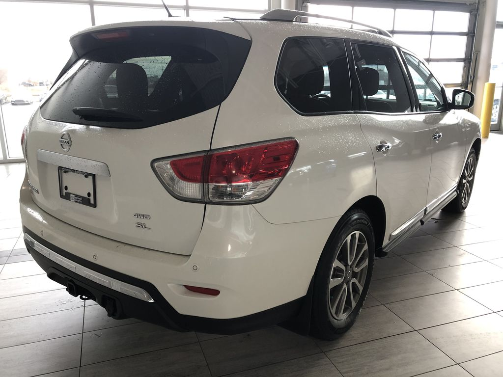 White 2015 Nissan Pathfinder SL 7-Passenger 4WD Rear of Vehicle Photo in Edmonton AB