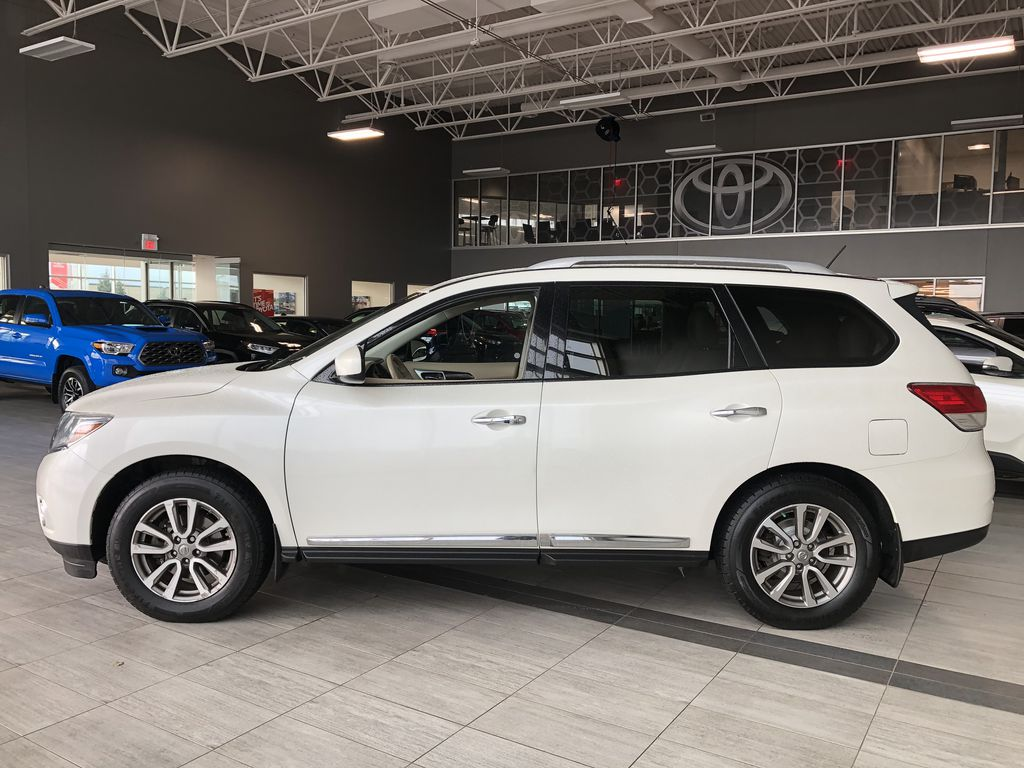 White 2015 Nissan Pathfinder SL 7-Passenger 4WD Left Side Photo in Edmonton AB
