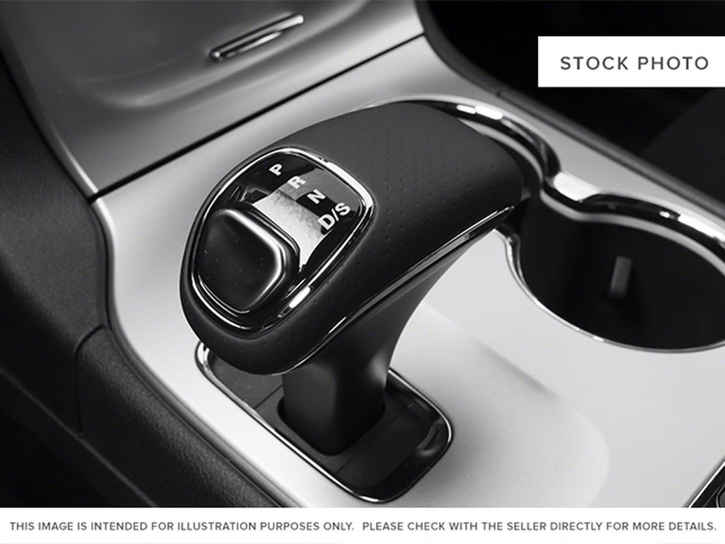 Black[Brilliant Black Crystal Pearlcoat] 2014 Jeep Grand Cherokee Center Console Photo in Fort Macleod AB