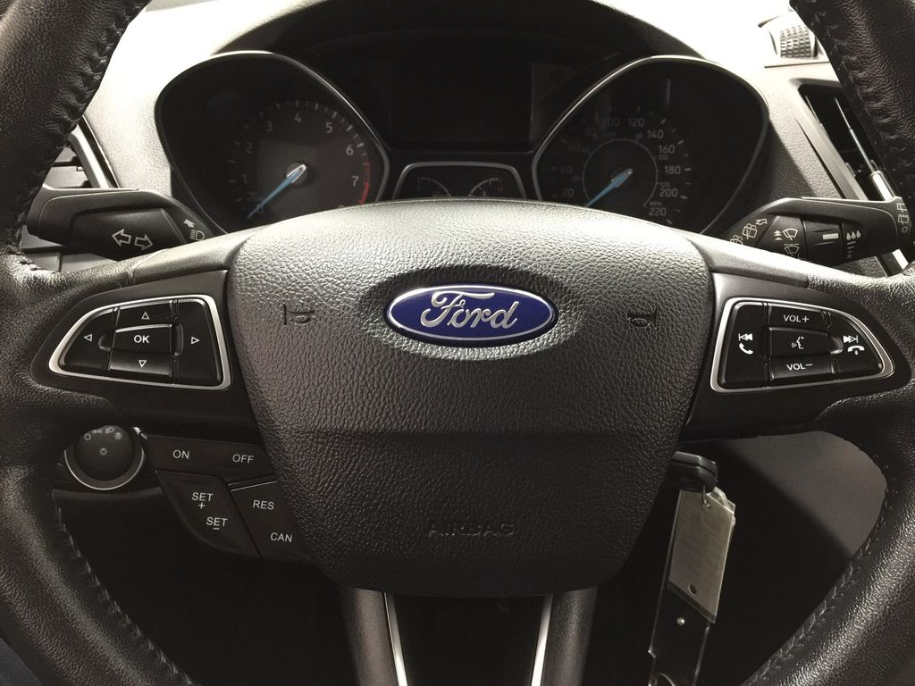 White[Oxford White] 2018 Ford Escape SEL AWD Steering Wheel and Dash Photo in Sherwood Park AB