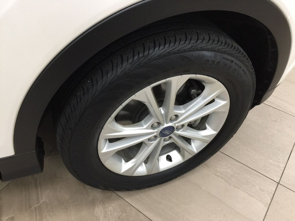 White[Oxford White] 2018 Ford Escape SEL AWD Right Front Rim and Tire Photo in Sherwood Park AB