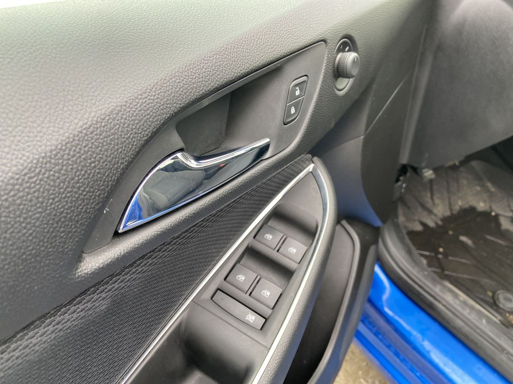 Blue[Kinetic Blue Metallic] 2019 Chevrolet Cruze LT True North  Driver's Side Door Controls Photo in Calgary AB