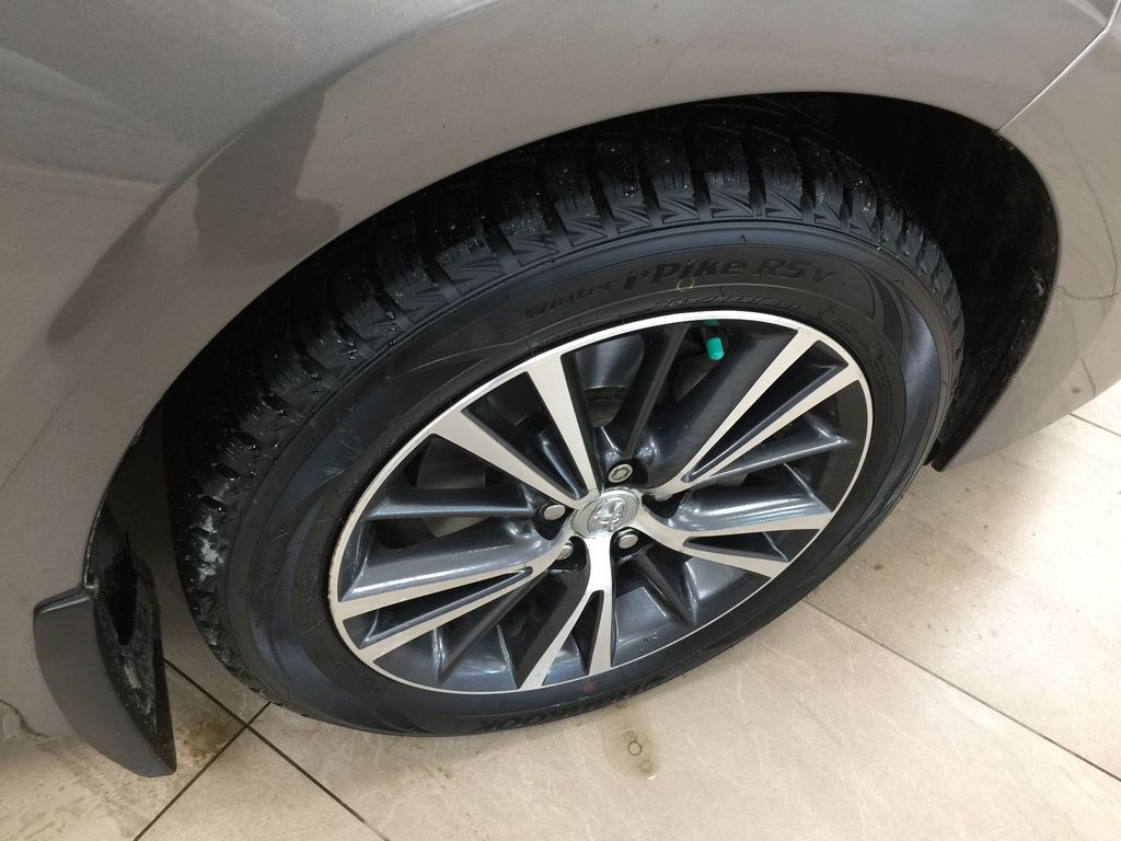 BROWN 2018 Toyota Corolla LE Upgrade Right Front Rim and Tire Photo in Sherwood Park AB