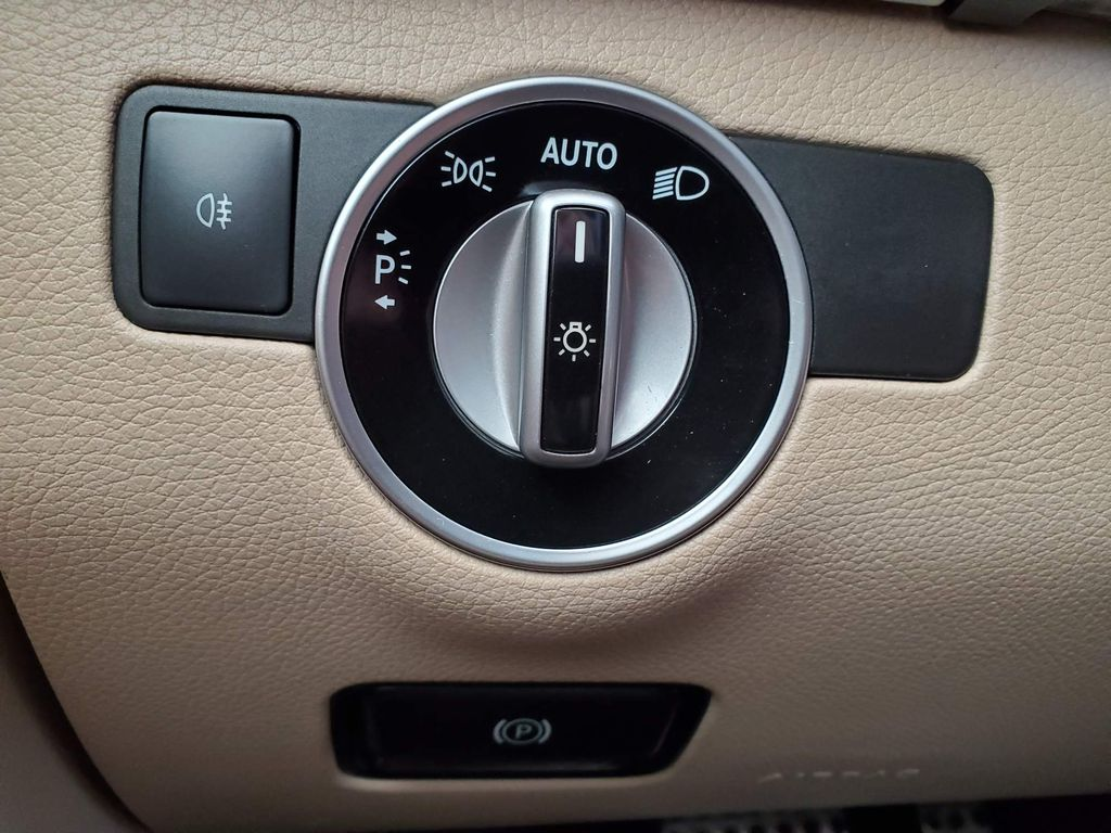 White 2018 Mercedes-Benz GLE Front Vehicle Photo in Airdrie AB