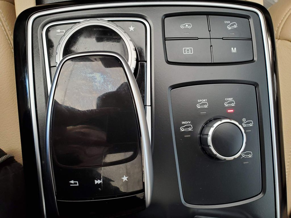 White 2018 Mercedes-Benz GLE Steering Wheel and Dash Photo in Airdrie AB