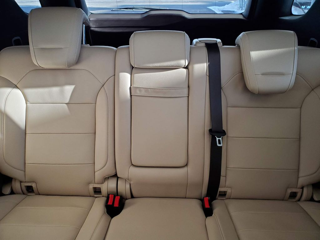 White 2018 Mercedes-Benz GLE Center Console Photo in Airdrie AB