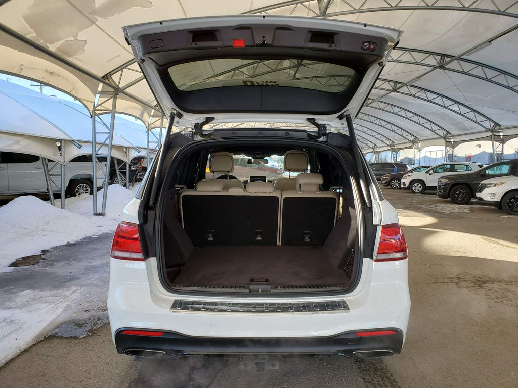 White 2018 Mercedes-Benz GLE Right Rear Interior Door Panel Photo in Airdrie AB