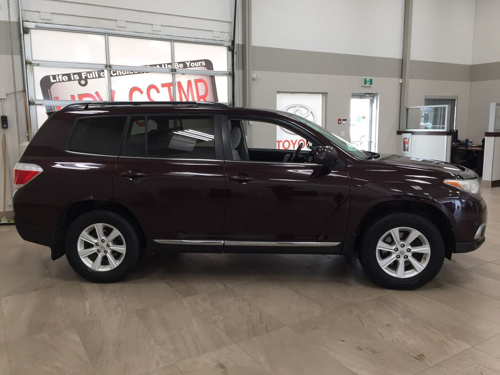 Maroon[Sizzling Crimson Mica] 2011 Toyota Highlander Right Side Photo in Sherwood Park AB