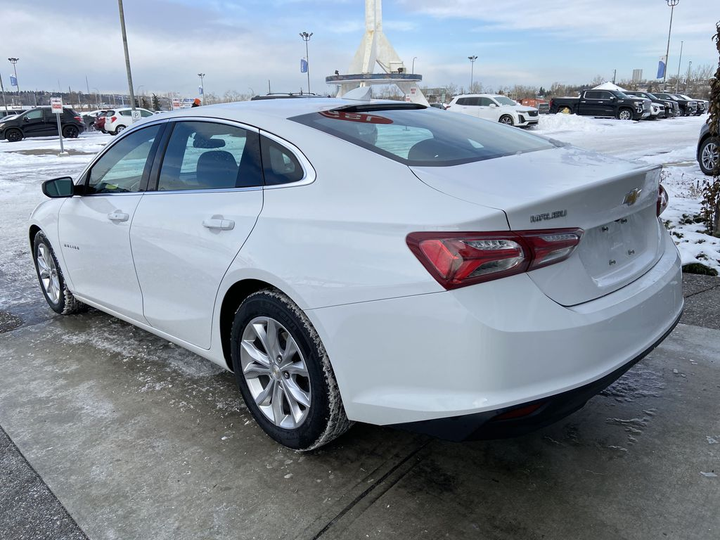 White[Iridescent Pearl Tricoat] 2019 Chevrolet Malibu LT Left Rear Corner Photo in Calgary AB