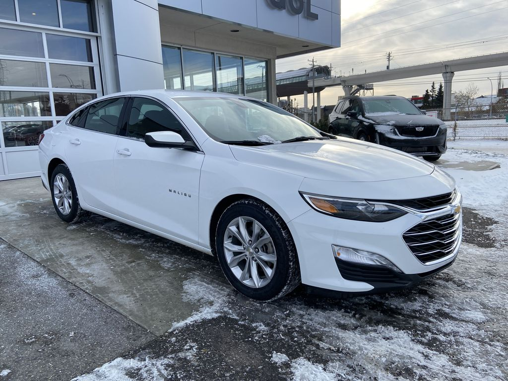 White[Iridescent Pearl Tricoat] 2019 Chevrolet Malibu LT Right Front Corner Photo in Calgary AB