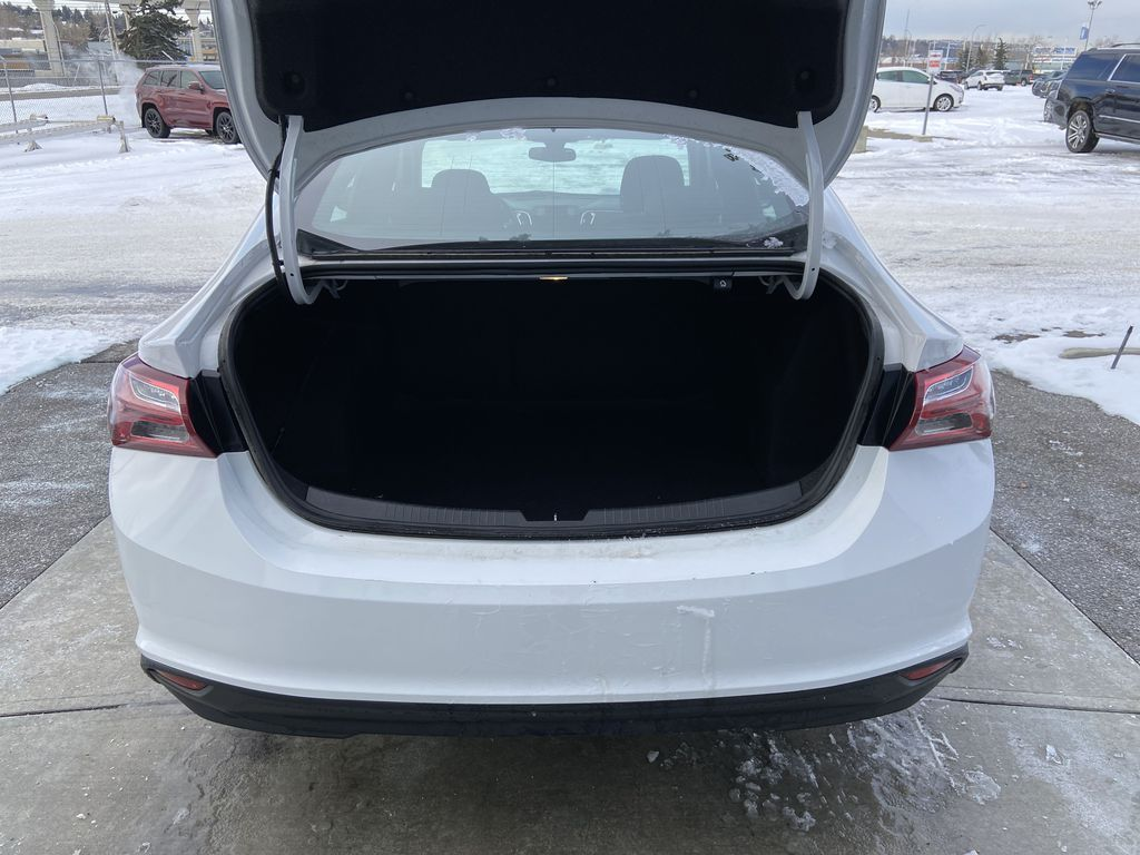 White[Iridescent Pearl Tricoat] 2019 Chevrolet Malibu LT Trunk / Cargo Area Photo in Calgary AB