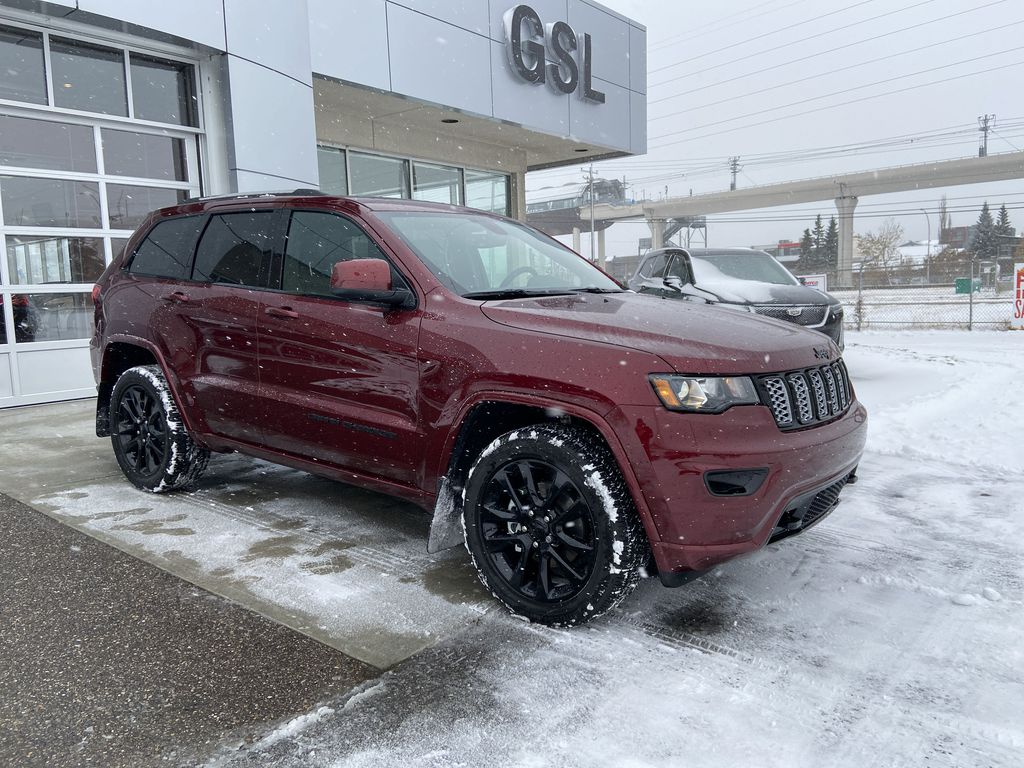 Red[Velvet Red Pearl] 2020 Jeep Grand Cherokee Altitude Right Front Corner Photo in Calgary AB