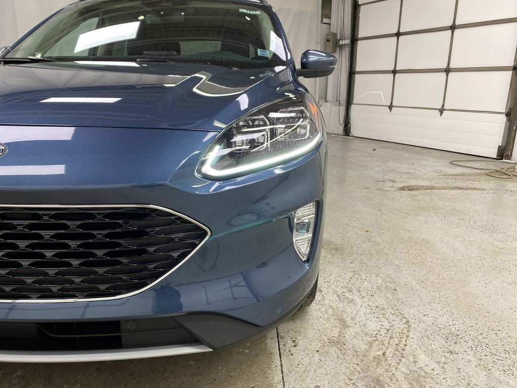 Blue[Blue Metallic] 2020 Ford Escape Left Front Head Light / Bumper and Grill in Dartmouth NS