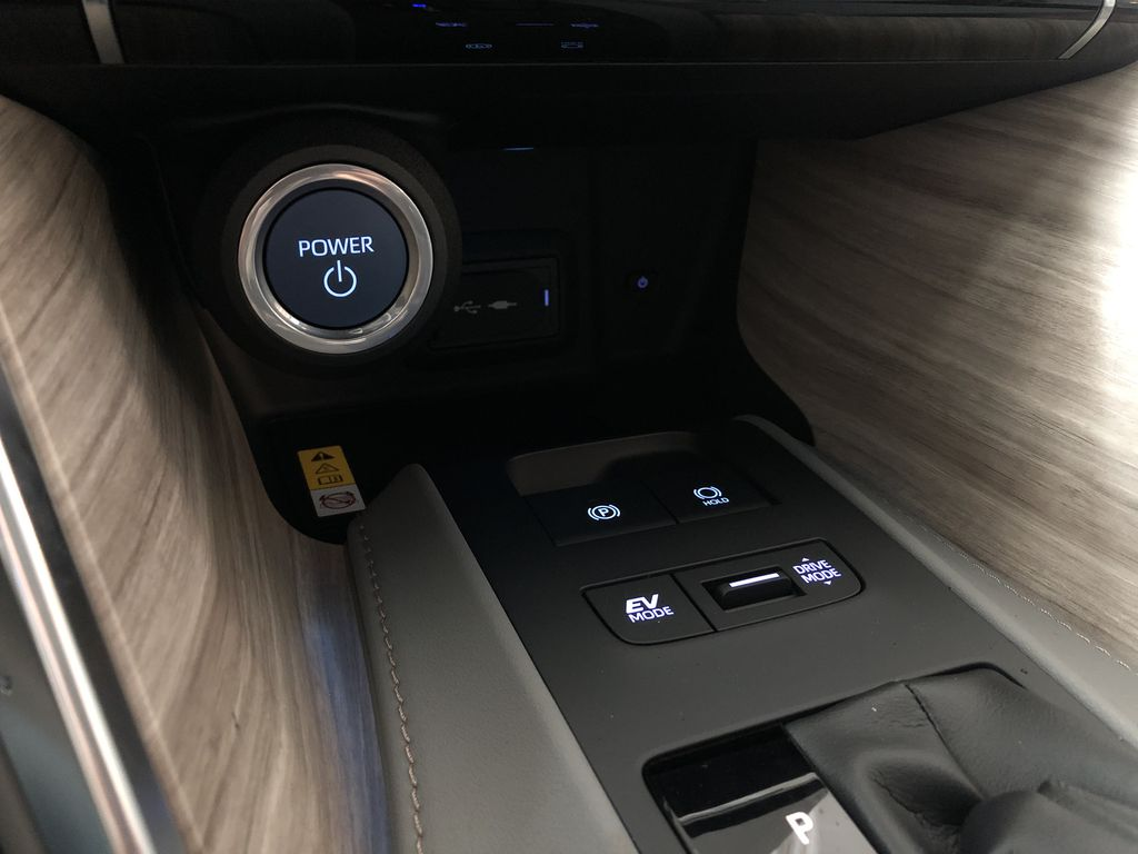 Blizzard Pearl 2021 Toyota Venza Hybrid Limited Central Dash Options Photo in Edmonton AB