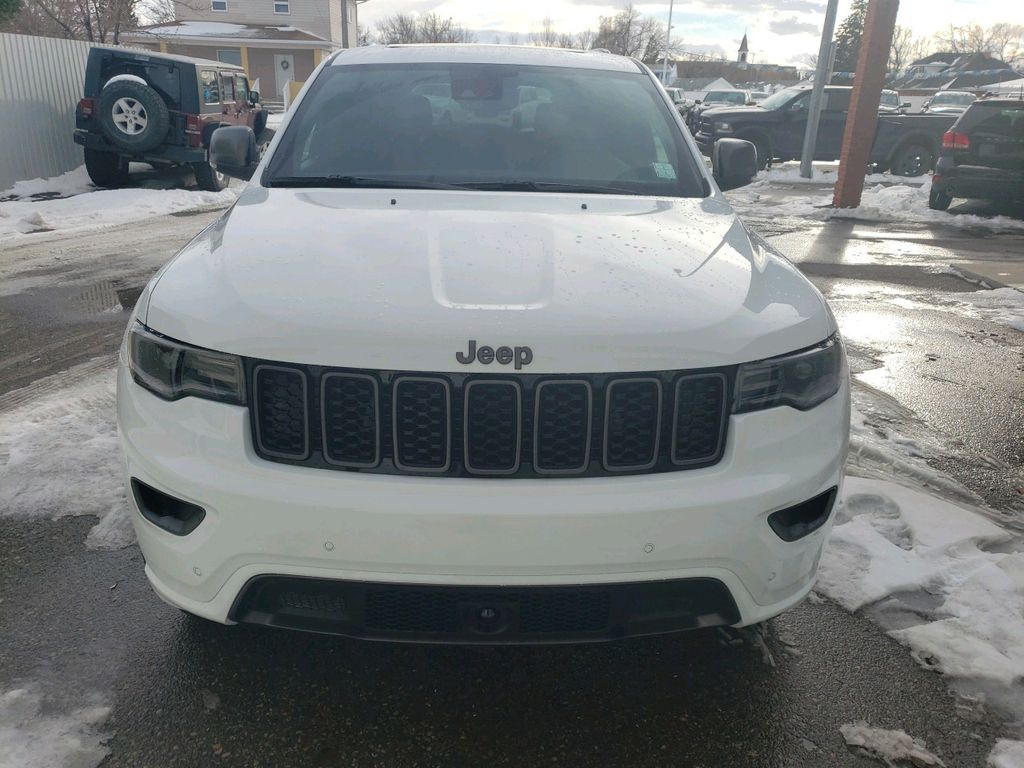 White 2021 Jeep Grand Cherokee Left Front Corner Photo in Fort Macleod AB