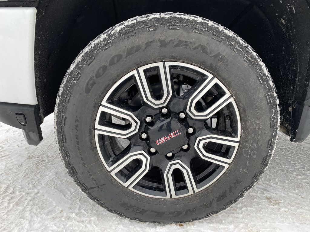 White[Summit White] 2021 GMC Sierra 2500HD Left Front Rim and Tire Photo in Edmonton AB