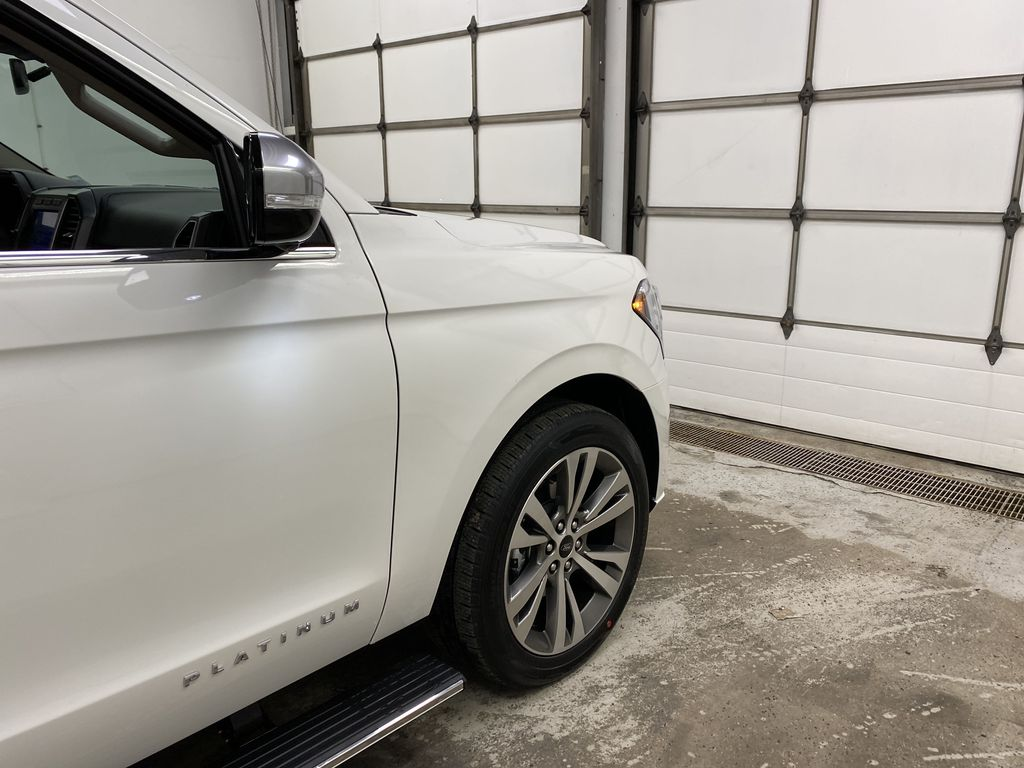 White[Star White Platinum Metallic Tri-Coat] 2020 Ford Expedition Right Front Corner Photo in Dartmouth NS