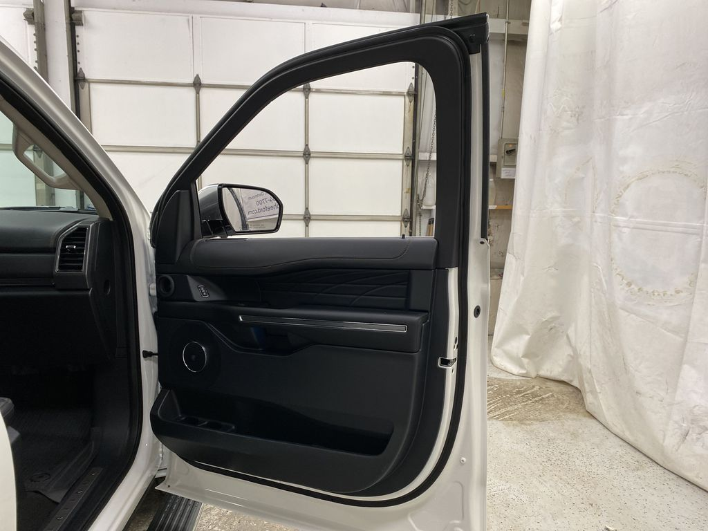 White[Star White Platinum Metallic Tri-Coat] 2020 Ford Expedition Right Front Interior Door Panel Photo in Dartmouth NS