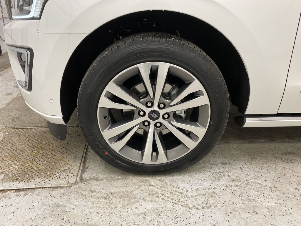 White[Star White Platinum Metallic Tri-Coat] 2020 Ford Expedition Left Front Rim and Tire Photo in Dartmouth NS